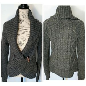 AMERICAN EAGLE OUTFITTERS CARDIGAN SWEATER | M